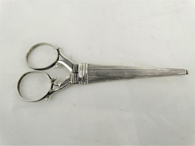 Zilveren schaar met zilveren schede, P.Cool, Sneek, 1850