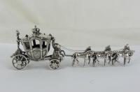 Zilveren miniatuur koets met paarden