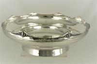 Zilveren Art Deco schaal, gehamerd decor, rond 22 cm