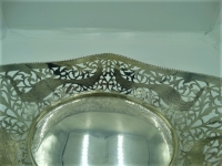 Grote ajour zilveren broodmand gegraveerd met Pauwen